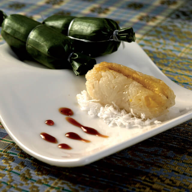 Glutinous Rice Rolls with Sliced Banana Steamed in Banana Leaves